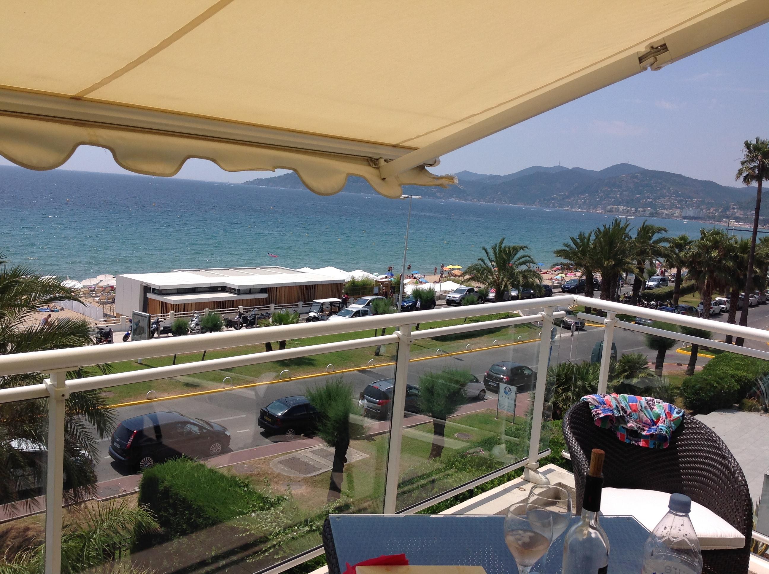 Cannes, 3 Pièces Cannes Ouest , face Mer pieds dans l'eau !