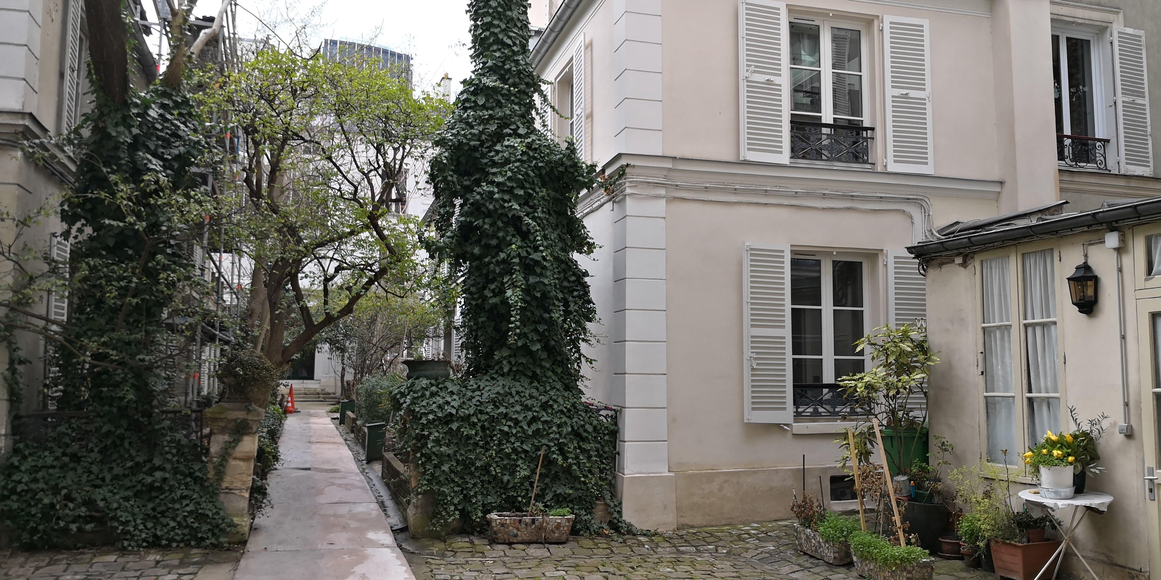 Paris 6eme, 3 pièces 64m² avec chambre de service et cave, quartier Montparnasse, métro Duroc