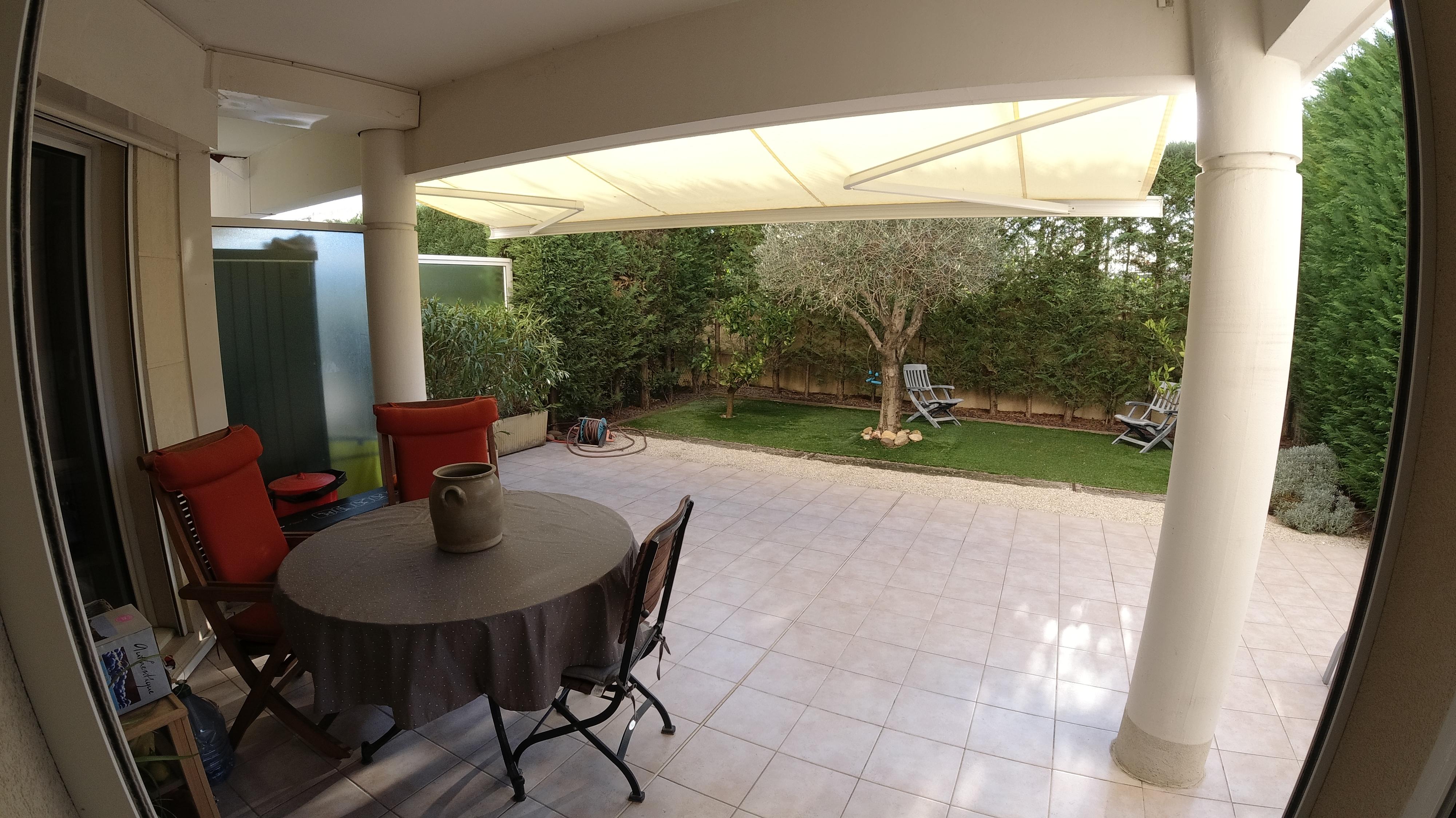 Cannes , 2 pièces de 44m², (Terrasse de 37m2) et jardinet avec  Box en bord de mer !